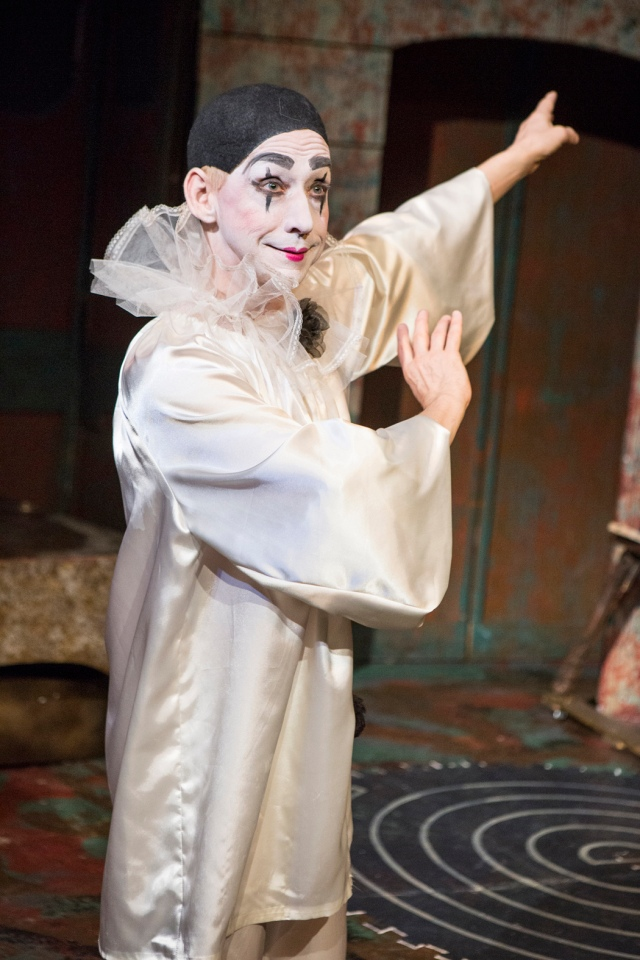 Chic and Tragique: Birdie-Bob Watt as Pierrot. Photo by David Wilson.