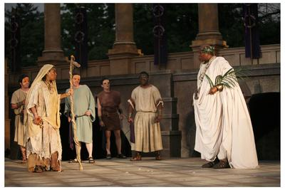 The Soothsayer and Caesar (Thomasina Clarke & Raphael Nash Thompson) in the 2006 St. Louis Shakespeare Festival production. Photo by J. David Levy.