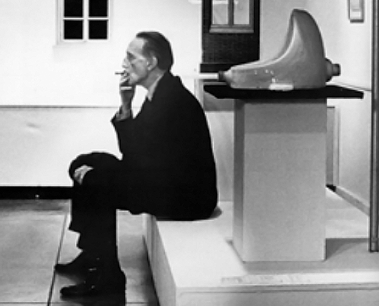 Duchamp with fountain copy
